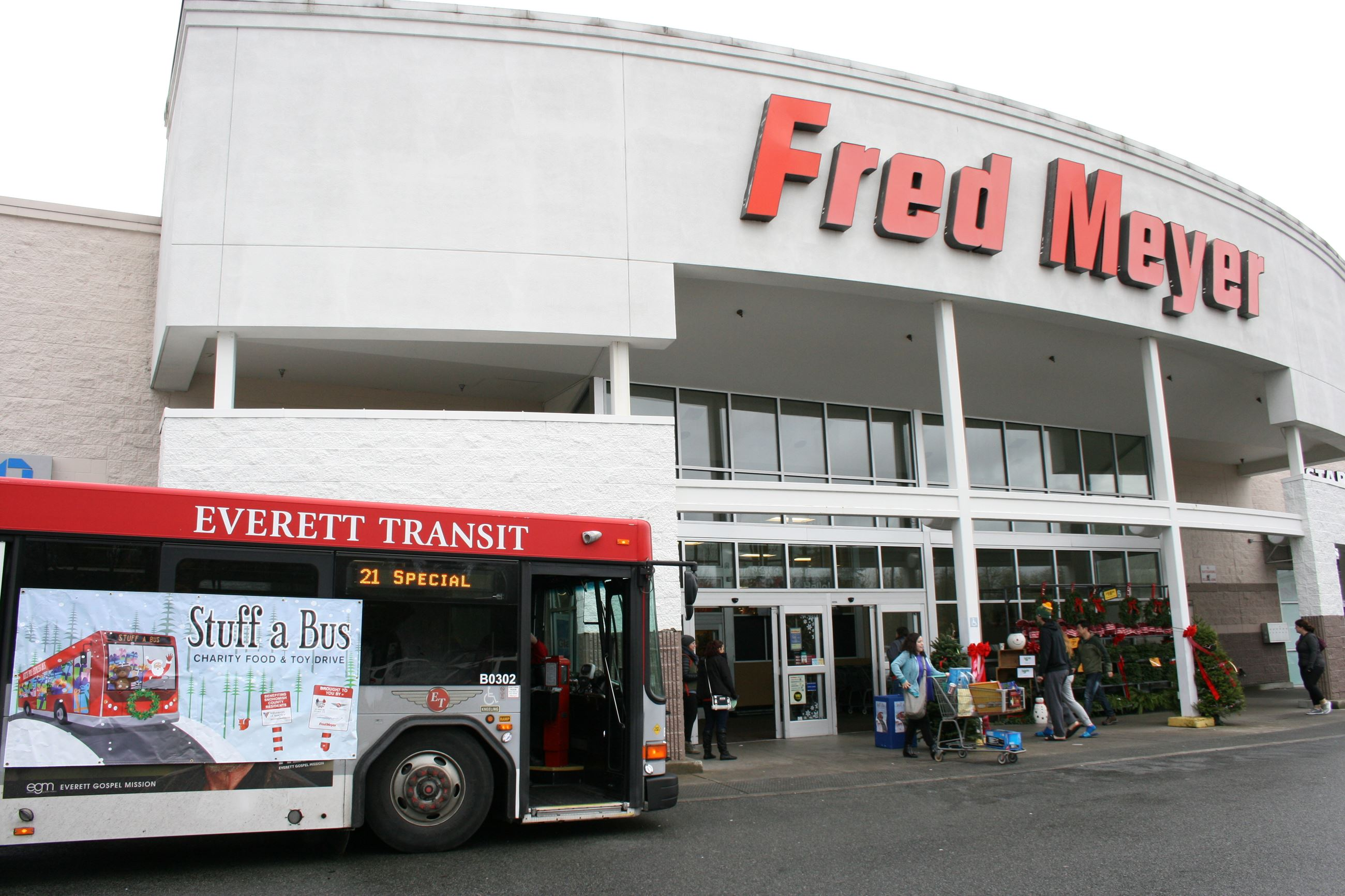 Everett Transit bus at Fred Meyer